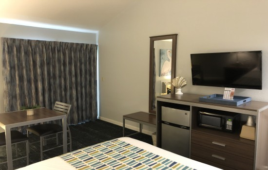 Welcome To The Sand Dollar Inn - Accessible Queen Room